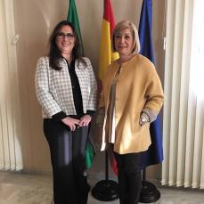 María Ángeles Luna, delegada de Salud de la Junta de Andalucía en Córdoba, y Blanca Fernández; presidenta del COOOA.