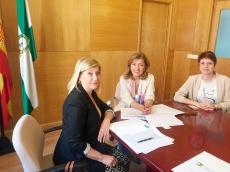 María Jesús Botella, delegada de Salud y Familias de Córdoba, y Ana María Martínez, delegada cordobesa del COOOA