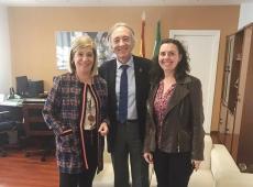 Indalecio Sánchez-Montesinos, delegado de Salud y Familias en Granada, y Marta Fortis, delegada granadina del COOOA